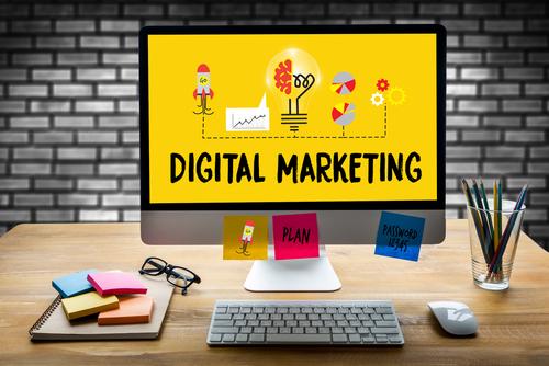 digital marketing computer screen and office set up- img-blog